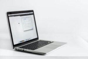 ノートパソコンのキーボードを掃除する方法